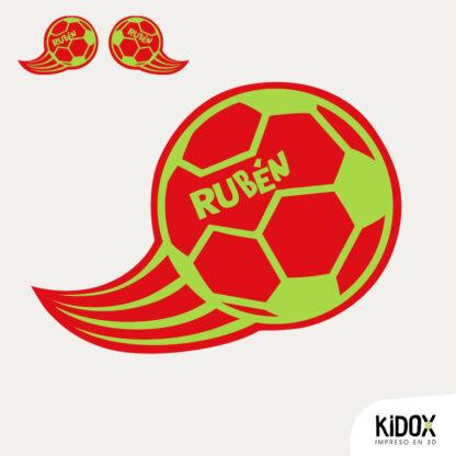 Parche termoadhesivo con forma de balón de fútbol, planchar y listo. Repara o decora la ropa de una manera divertida y dale un look diferente. Planchar y listo.