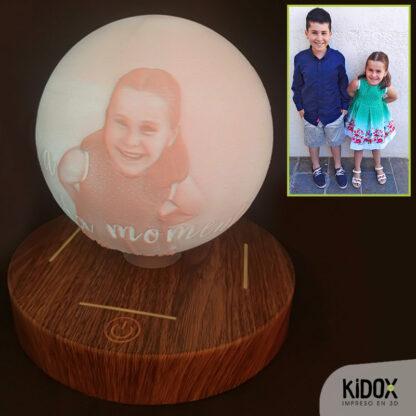 Lámpara levitación magéntica con litofanía personalizada, impresas en 3D con base de madera. Kidox, impreso en 3D