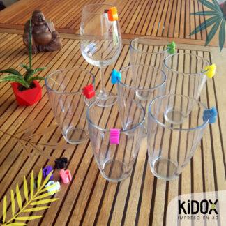 Identificadores para vasos impresos en 3D. No pierdas tu vaso con estos identificadores para vasos en fiestas y reuniones. Identificadores para vasos de colores, Kidox, impreso en 3D.